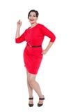 Piękny plus wielkościowa kobieta w czerwieni smokingowy pozować odizolowywam Obraz Stock