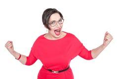 Piękny plus wielkościowa kobieta w szkłach z tak gestem odizolowywającym Zdjęcie Stock