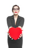 Piękny plus wielkościowa kobieta z czerwonym sercem Obraz Stock