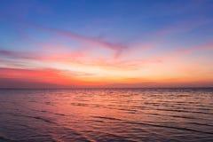 Piękny po zmierzchu nieba nad seacoast linią horyzontu Obrazy Stock