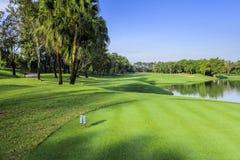 Piękny pole golfowe na słonecznym dniu, Tajlandia Obraz Royalty Free