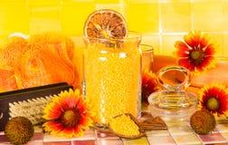 Piękny pomarańczowy łazienki akcesorium wciąż życie obraz royalty free