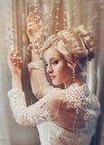 Piękny portret kobieta z blondynka włosy z wieczór makijażem Obraz Royalty Free