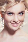 Piękny portret kobieta z blondynka włosy z wieczór makijażem Zdjęcie Royalty Free