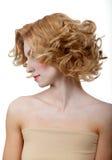 Piękny potomstwo model z kędzierzawym włosy fotografia royalty free