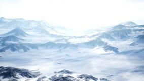 Piękny Powietrzny lot Nad Śnieżną górą Piękna zimy natura i chmur timelaps 4K ilustracji