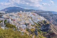 Piękny powietrzny panoramiczny widok od wzrosta na turystycznym centrum Fira miasteczko Fira jest kapitałem wyspa Santorini Zdjęcia Stock