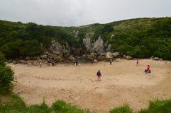 Piękny przodu strzał plaża Gulpiyuri W rada Llanes Natura, podróż, krajobrazy, plaże fotografia royalty free