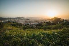 Piękny punkt widzenia Barcelona przy wschodem słońca, naturalna lokacja w wiośnie Fotografia Stock