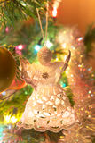 Piękny ręcznie robiony anioł na choince Zdjęcie Royalty Free