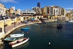 Piękny ranek przy Spinola zatoką, St Julian, Malta Fotografia Stock