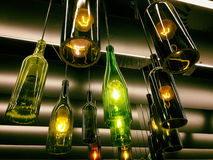 Piękny retro lekki lampa wystrój robić wino butelki Obrazy Stock