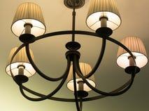 Piękny retro luksusowy rocznika świecznika obwieszenie od sufitu Klasyczny lampowy oświetlenie Zdjęcie Royalty Free