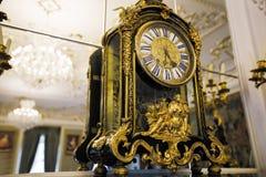 Piękny rocznik osiąga z świecznikiem na suficie w baroku stylu Zdjęcie Stock