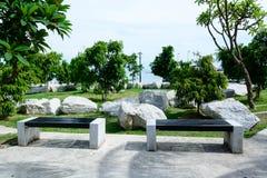Piękny romantyczny ogrodowy patia miejsca siedzące kąt Zdjęcia Royalty Free