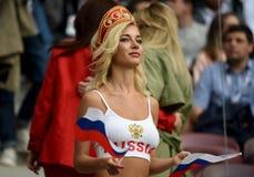Piękny Rosyjski damy falowania rosjanin zaznacza podczas otwiera m fotografia royalty free