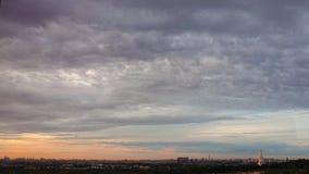 Piękny ruch chmury przy świtem zbiory