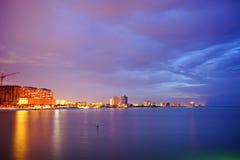 Piękny słońce ustawiający przy clearwater plażą obrazy royalty free