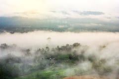 Piękny scenary w Tajlandia nad doliną góra przy su Fotografia Royalty Free