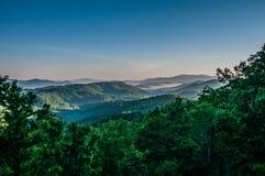 Piękny scenerii fromblue grani parkway w th emorning zdjęcie stock
