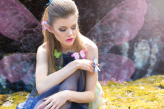 Piękny seksowny śliczny delikatny dziewczyna elfa motyl obrazy stock