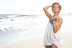 Piękny seksowny młoda kobieta surfingowiec obraz royalty free