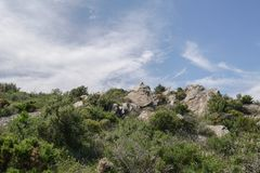 Piękny skalisty pętaczka krajobraz z zadziwiającym niebem fotografia royalty free