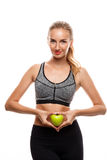 Piękny sportive dziewczyny pozować, trzyma jabłczanego nadmiernego białego tło obrazy stock