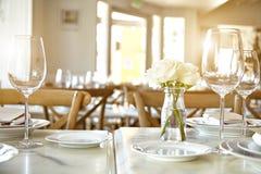 Piękny stół ustawia dla niektóre świątecznego wydarzenia, przyjęcie Zdjęcia Royalty Free