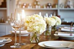 Piękny stół ustawia dla niektóre świątecznego wydarzenia, przyjęcie Obrazy Stock