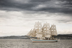 Piękny stary żeglowanie statek w morzu Zdjęcia Stock