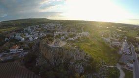 Piękny stary kościół na skalistym wzgórzu w Protaras, zwiedzająca wycieczka turysyczna Cypr zdjęcie wideo