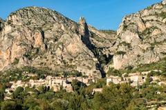 Piękny stary miasteczko w Provence, Moustiers Sainte Maria, Francja obrazy royalty free