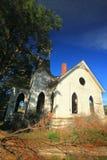 Piękny stary zaniechany kościół fotografia royalty free
