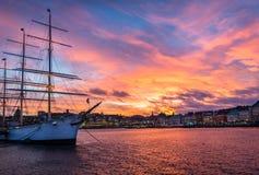 Piękny statek w Stockholm podczas zmierzchu obrazy stock