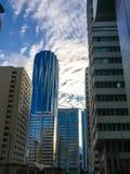 Piękny strzał Abu Dhabi corniche góruje na chmurnym dniu zdjęcie stock