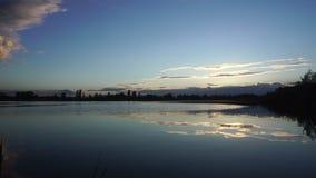 Piękny sunste na jeziorze zdjęcie wideo