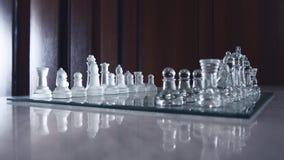 Piękny szklisty chessboard i wszystkie bierka obraz royalty free