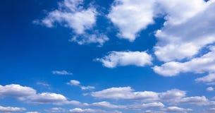 piękny tła błękit chmurnieje niebo niebo, chmury Niebo z chmury natury chmury pogodowym błękitem Zdjęcie Stock