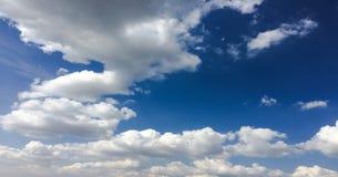 piękny tła błękit chmurnieje niebo niebo, chmury Niebo z chmury natury chmury pogodowym błękitem Zdjęcie Royalty Free