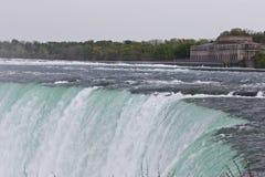Piękny tło z zadziwiającym Niagara spada kanadyjczyk strona obraz stock