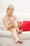 piękny target2073_1_ s kobiety jej gwoździe Zdjęcie Stock