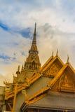 Piękny Thai stylowy pragnienie i dekoracja na złotym gabl Zdjęcie Stock