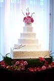 piękny tort w środku przyjęcie ślub zdjęcia stock