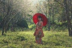 Piękny uśmiech w Kimonowej tradycyjnej sukni Fotografia Royalty Free