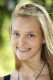 Piękny uśmiechnięty nastolatek obrazy royalty free