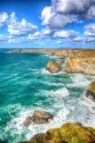 Piękny UK brzegowy Bedruthan Kroczy Cornwall Anglia Kornwalijską północ blisko Newquay w oszałamiająco colourful HDR Fotografia Royalty Free