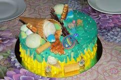 Piękny urodzinowy tort w glazerunku z napełniaczami Zdjęcie Royalty Free