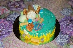 Piękny urodzinowy tort w glazerunku z napełniaczami Zdjęcia Stock
