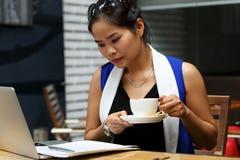 Piękny Vietnam uczeń z laptopem Obraz Royalty Free